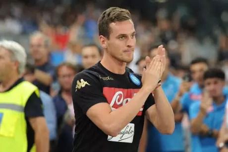Milik é assaltado na saída de estádio, após vitória do Napoli