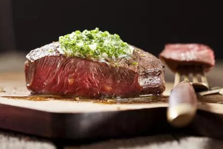 Carne com molho verde