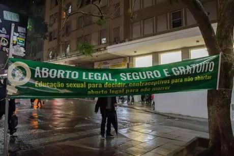 Protesto de mulheres em Porto Alegre (RS) contra a PEC 181/2011 que pretende proibir aborto