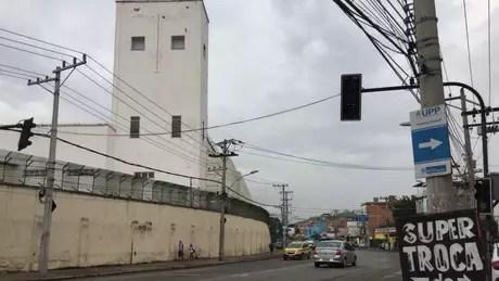 Moradores dizem que snipers atiram de cima de torre contra moradores da favela