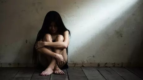 105105792x - NÃO ERA AMOR: como brasileiros são atraídos para vida no exterior e acabam vítimas de trabalho escravo