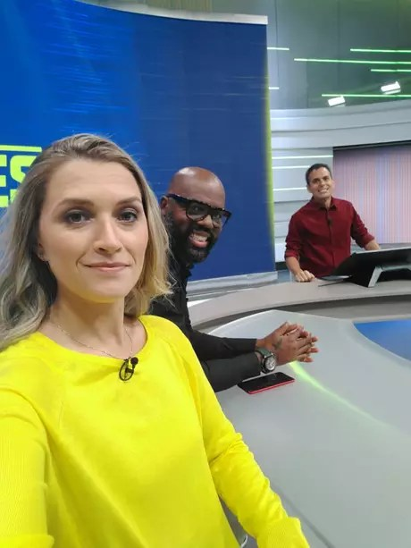 Ana Thaís íntegra o programa 'Tá na área', do Sportv (Foto: Reprodução/Twitter)