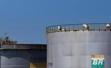 2019 09 30T200825Z 1 LYNXMPEF8T1CZ RTROPTP 4 PETROBRAS FIRE - Petrobras recolheu 'óleo misterioso' no Nordeste há um mês