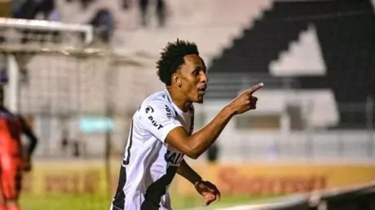 Lucas Mineiro está na mira do Botafogo (Foto: PontePress/FábioLeoni)