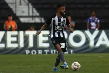 Caio Alexandre está próximo de ampliar o vínculo com o Glorioso (Foto: Vítor Silva/Botafogo)