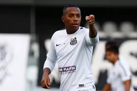 Robinho voltaria ao Santos, mas o acordo foi suspenso por causa da acusação de estupro que o levou à condenação pela justiça italiana. Agora, ele já pensa em abandonar o futebol