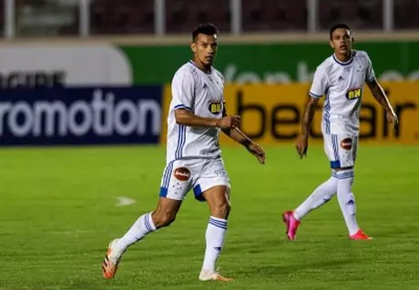 Henrique voltou a jogar pelo Cruzeiro e também foi capitão da equipe contra o Confiança-(Bruno Haddad/Cruzeiro)