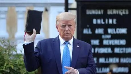 Trump tentou garantir o voto evangélico em novembro de várias maneiras, algumas delas polêmicas