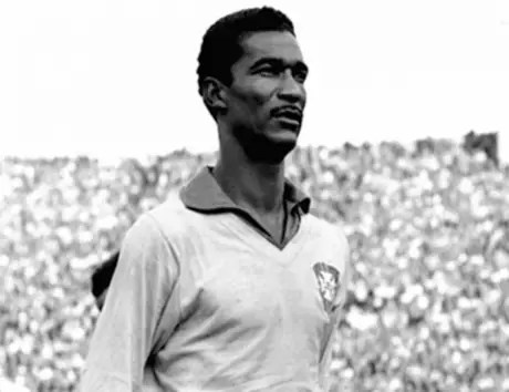 Didi já era considerado gênio no Brasil. Após o Mundial da Suécia, a Europa lhe reverenciou (Foto: Reprodução)