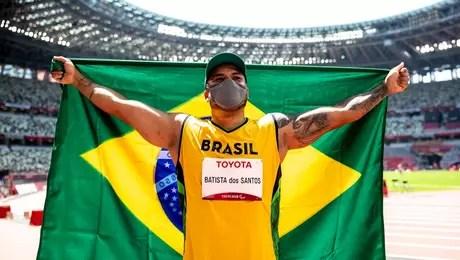 Claudiney Batista celebrates gold medal at Tokyo Paralympic Games Miriam Jeske CPB