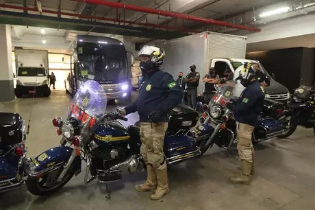 Federal police escort Argentine national team buses
