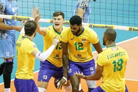 Brazilian players celebrate South American title this Sunday in Brasília William Lucas Inovafoto CBV
