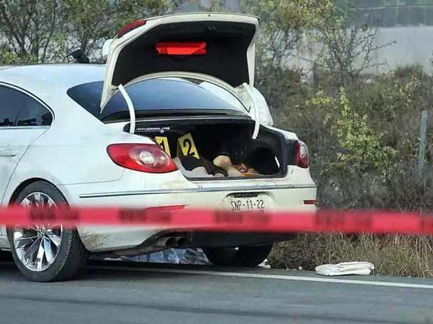 Ambos fueron encontrados ejecutados y encajuelados en el kilómetro 42 de la autopista a Laredo, en el municipio de Ciénega de Flores. Foto: Reforma