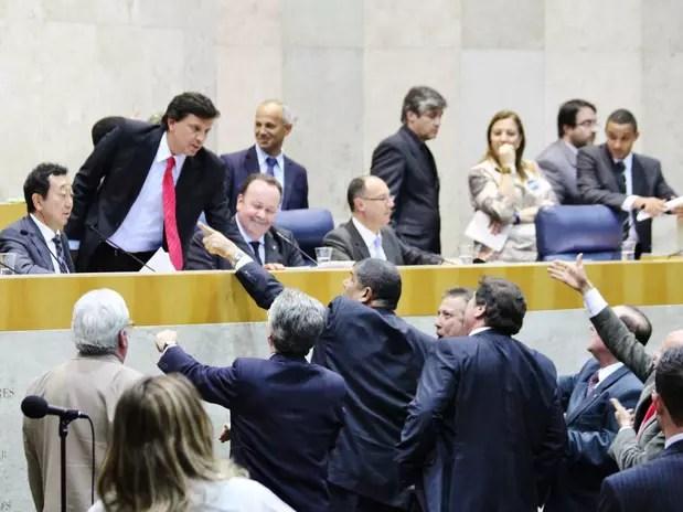 Vereadores discutem durante a sessão que aprovou o aumento do IPTU na capital paulista Foto: Vagner Magalhães / Terra