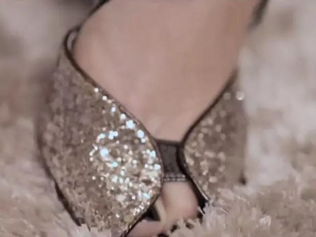 Cantora Laura Pausini homenageou Hebe Camargo com um sapato da apresentadora Foto: Reprodução