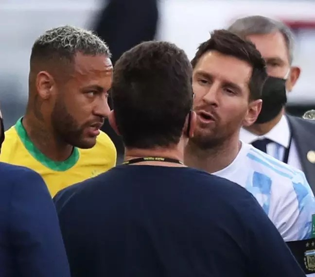 Messi and Neymar during interruption of Brazil x Argentina by Anvisa in São Paulo 05/09/2021 REUTERS/Amanda Perobelli
