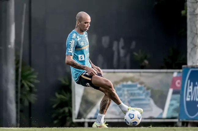 Tardelli during training this Monday;  striker may debut against Athletico-PR
