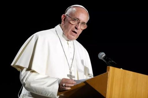 Resultado de imagem para papa expulsa padre chileno