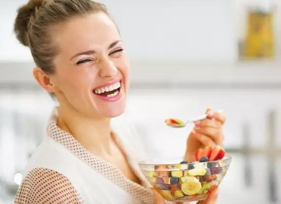 Devido aos seus valiosos nutrientes que trabalham a favor da regeneração celular e da eliminação das impurezas orgânicas, alimentos melhoram a aparência da pele