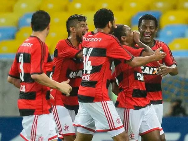 Resultado de imagem para Flamengo pressiona, vira no final contra o Cruzeiro