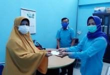 Photo of Penyerahan Dana Sosial Kpd 2 AW Alm PMP Anggota P2tel Ridar Pekanbaru