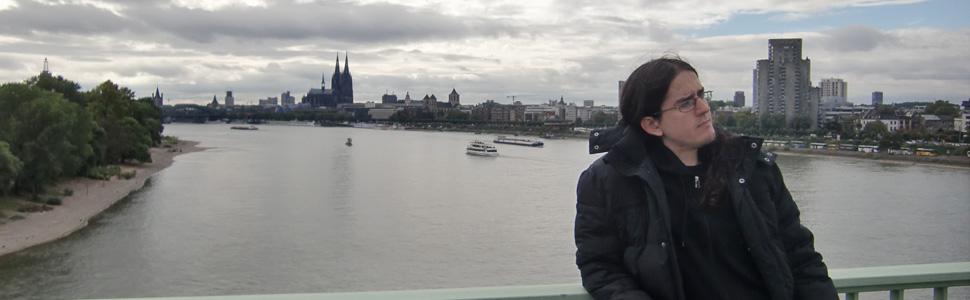 Ukas dokumentar handler om italieneren Dennis Dalla Torre (28) er oppvokst i Bologna. Her er fra en reise til Køln i Tyskland. (Foto: Privat)