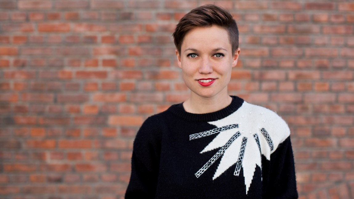 Folk er redd for at de bifile går rundt i verden uten knekk i håndleddet., sier Sigrun Sæbø Årland i RadioOrakel (Foto: Rashid Akrim, NRK)