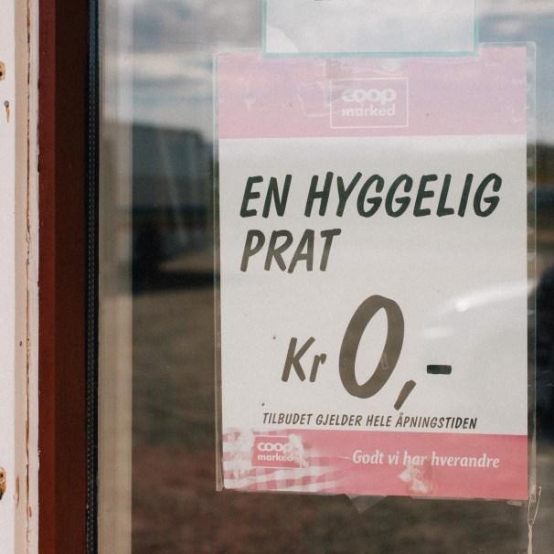 Vi benyttet oss av dette tilbudet, og han som jobber på landhandelen i Børselv leverte varene. (Foto: Jørgen Klüver, NRK)