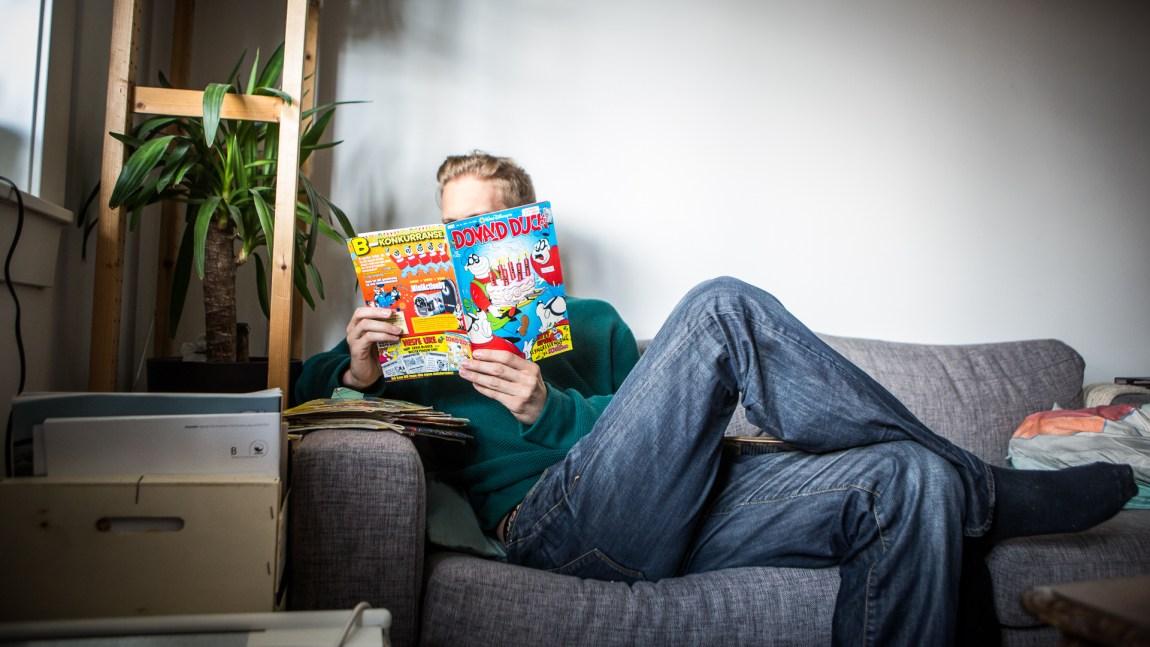 For ME-syke Andreas er det å lese Donald faktisk slitsomt nok. (Foto: Tom Øverlie, NRK)