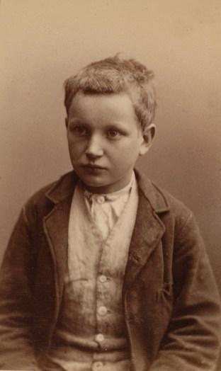 Josef Pedersen (11). Kallenavn Hympen. Lommetyverier sammen med Stenborgguttene. Dømt til Toftes Gave for tyveri 29.12.1886. (Foto: Norsk rettsmuseum ©)