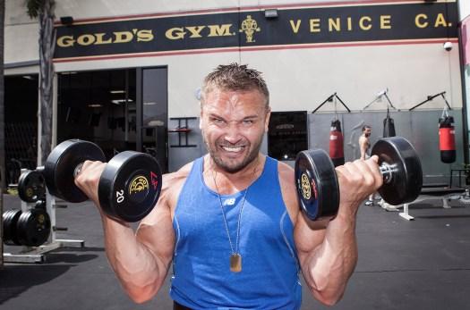 På legendariske Gold's Gym trener Daniel ofte. (Foto: Lars Haugdal Andersen, NRK)