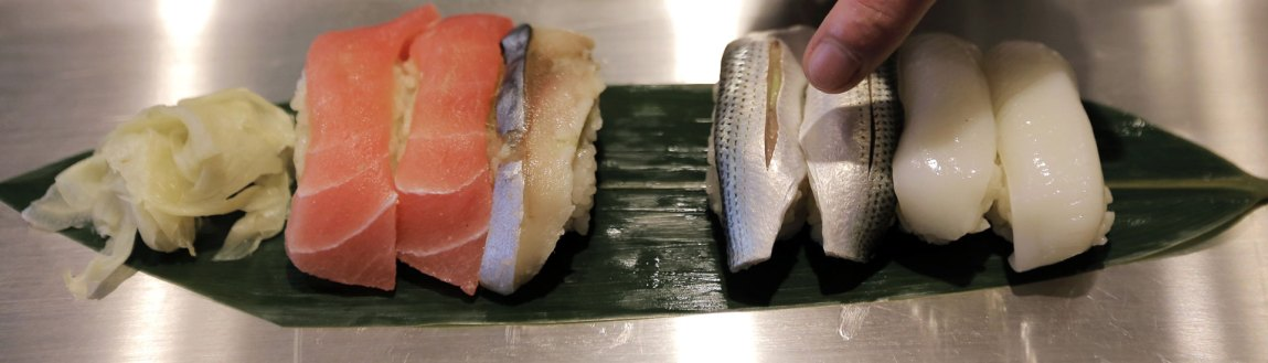 Sushi har tatt over for pizzaen på backstage. (Foto: AP Photo/Itsuo Inouye, NTB Scanpix).