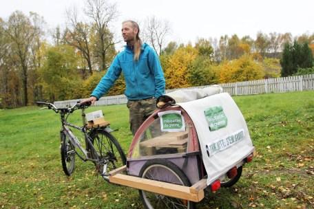 Audun har bygd om sykkelen sin til el-sykkel.(Foto: Sun Iren Bjørnås, NRK)
