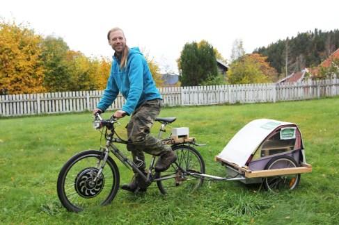 Audun har bygd om sykkelen sin til el-sykkel(Foto: Sun Iren Bjørnås, NRK)