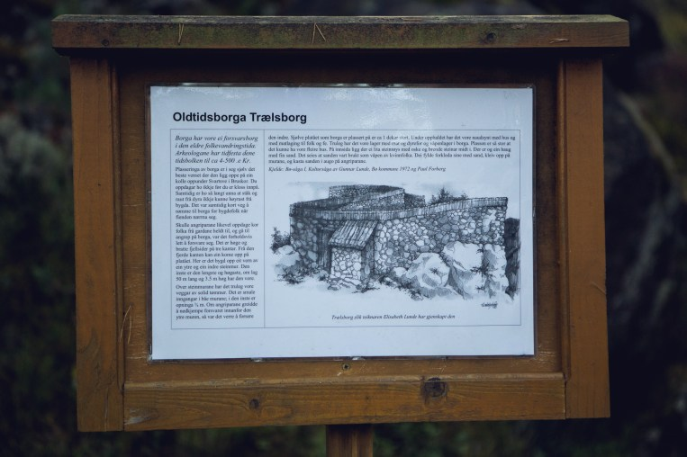Infoplakat for Trælsborg, hvor seremonien finner sted. (Foto: Tom Øverlie, NRK)