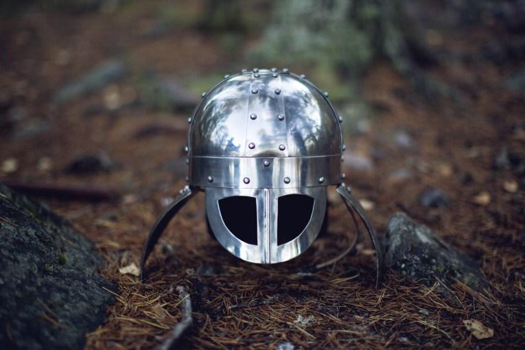 Vikinghjelm (Foto: Tom Øverlie, NRK)
