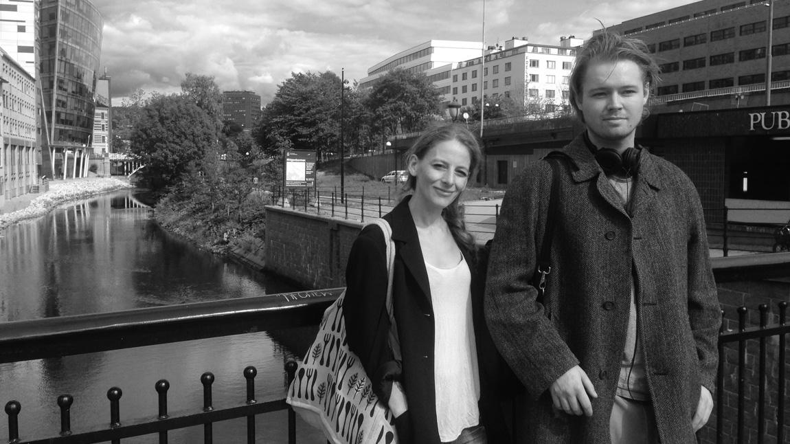 Ester Nafstad (til venstre), styreleder i Norsk organisasjon for reform av marihuanalovgivningen (NORMAL). (Foto: Webjørn S. Espeland, NRK)