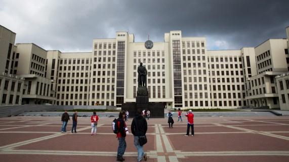 Uavhengighetsplassen i Minsk. (Foto: Sverre Lilleeng, NRK)