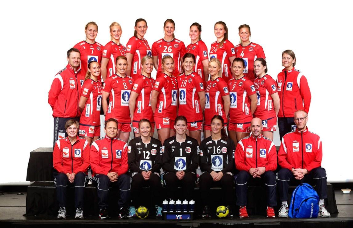 Håndballjentenes EM-tropp: Det norske damelandslaget i håndball, populært kalt «Håndballjentene», vant Europamesterskapet i 2014. (Foto: Svein André Svendsen)