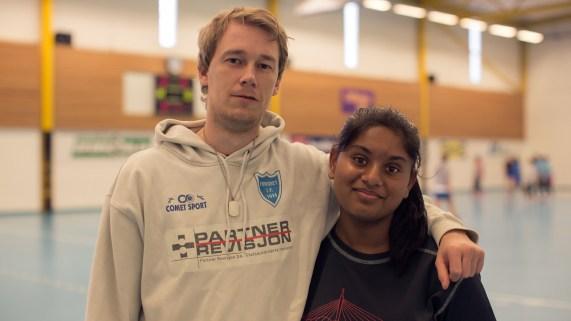 Thomas Nilsen er trener for Furuset J14 hvor Shiny spiller. (Foto: Rashid Akrim, NRK)