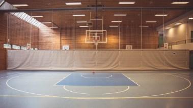 Det er nok av idrettstilbud og fasiliteter i området, men likevel er det relativt få jenter med innvandrerbakgrunn som er med og spiller på de organiserte lagene. (Foto: Rashid Akrim, NRK)