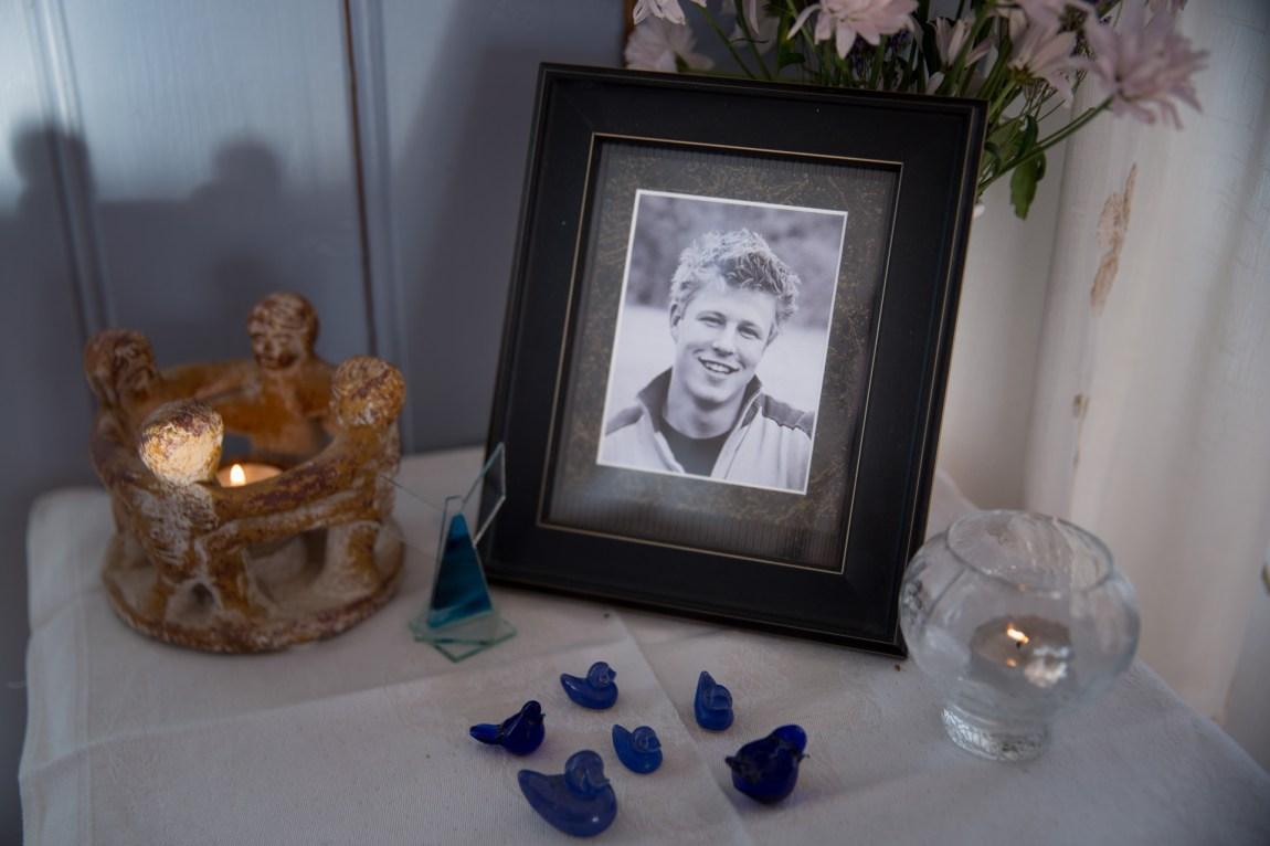 I ettertid skjønte familien til Hans Gisle Bondahl at han hadde syslet med tankene på selvmord lenge, og at han følte en slags forbindelse til Tommy Hammerhaug. At Tommy hadde det litt sånn som ham selv. (Foto: Anne Dorte Lunås, NRK)