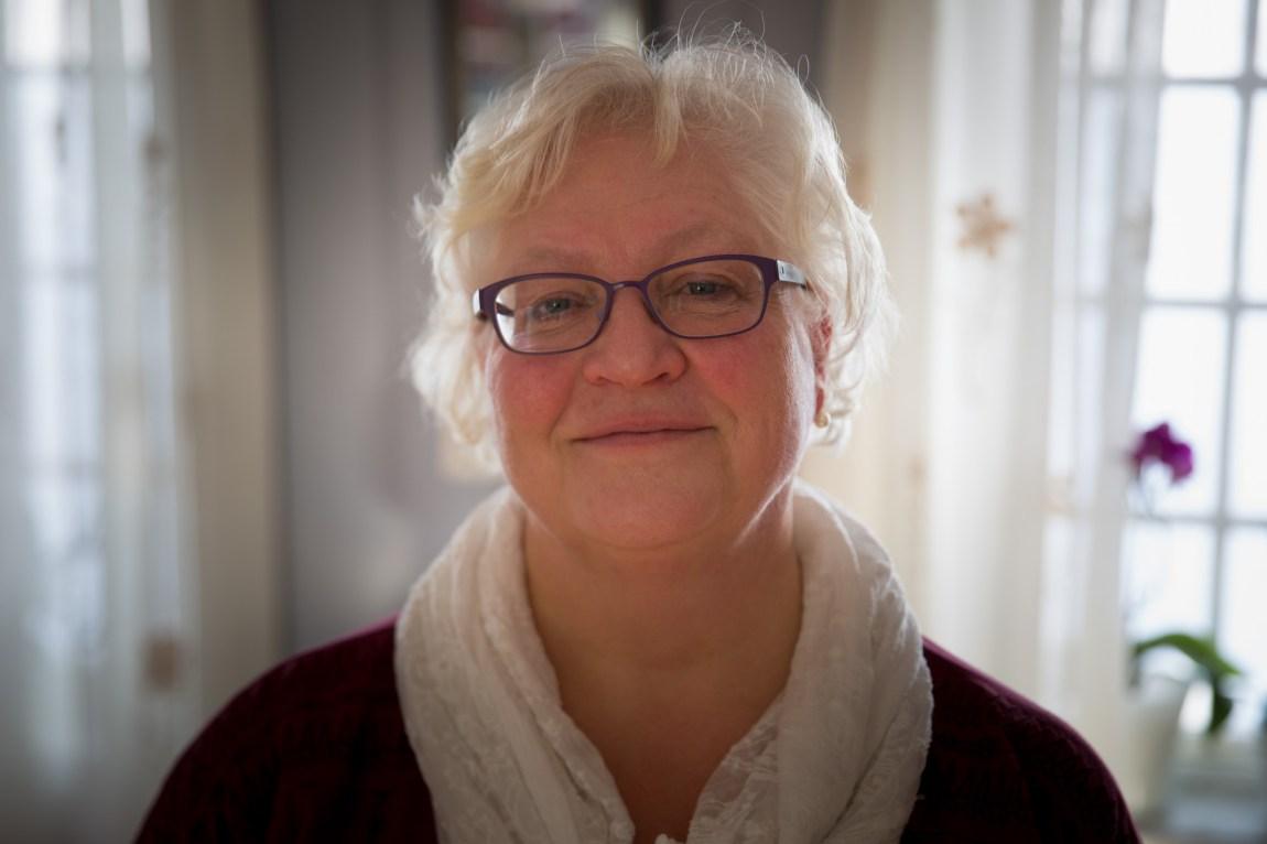 Gunn Marit Bondahl ønsker ikke å gjengi det som sønnen Hans Gisle skrev i brevet av respekt for ham og hans private liv. – Men jeg kan vel si så mye som at en kjærlighetssorg var inne i bildet her. Dét og et par andre knekk-opplevelser. (Foto: Anne Dorte Lunås, NRK)