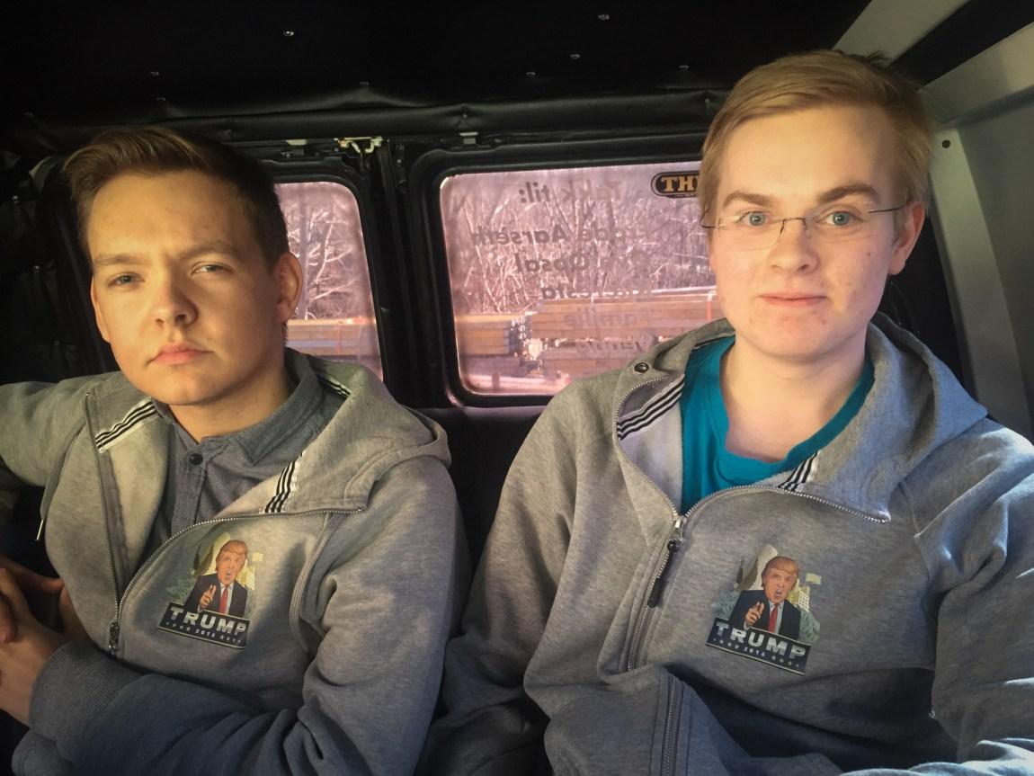 Trump-guttene i Volda mener kjøpet av egen russelåt er deres beste investering i russetida. (Foto: Webjørn S. Espeland, NRK)