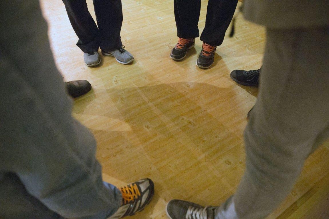 Møtedeltakerne hos Anonyme Narkomane vet at de ikke skal fortelle noen om hva som sies på møtene. Lyd- eller fotoopptak er heller ikke tillatt. Foto: Ludvig Løkholm Lewin, NRK P3