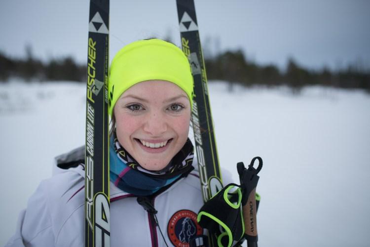 Magni er et eneste stort smil når hun endelig er tilbake på trening i skisporet. Det er en god stund siden forrige gang.  Foto: Munck Studios