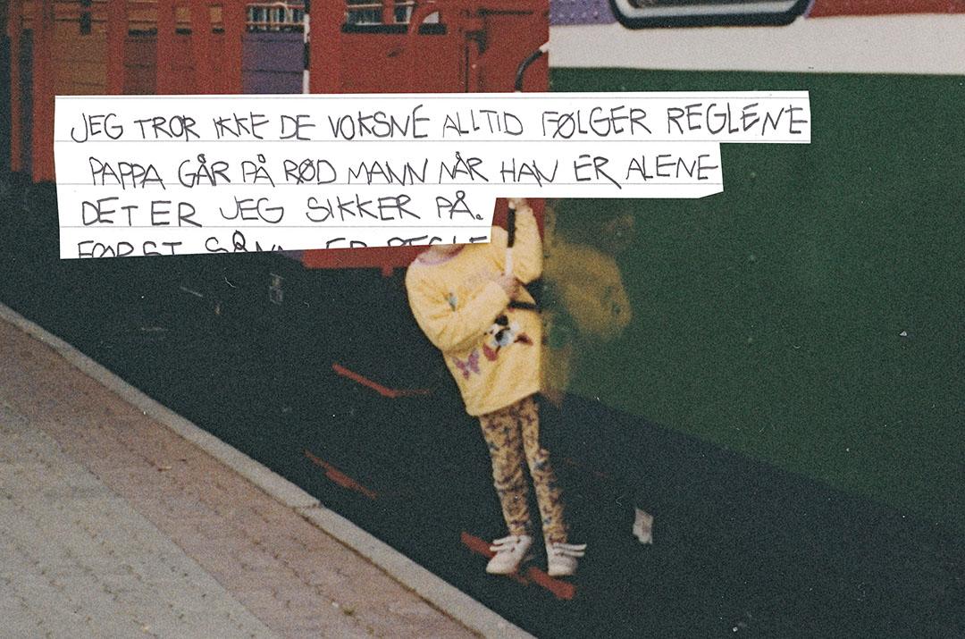 Bilde fra fotoalbum med teksten: Jeg tror ikke de voksne alltid følger reglene. Pappa går på rød mann når han er alene, det er jeg sikker på.