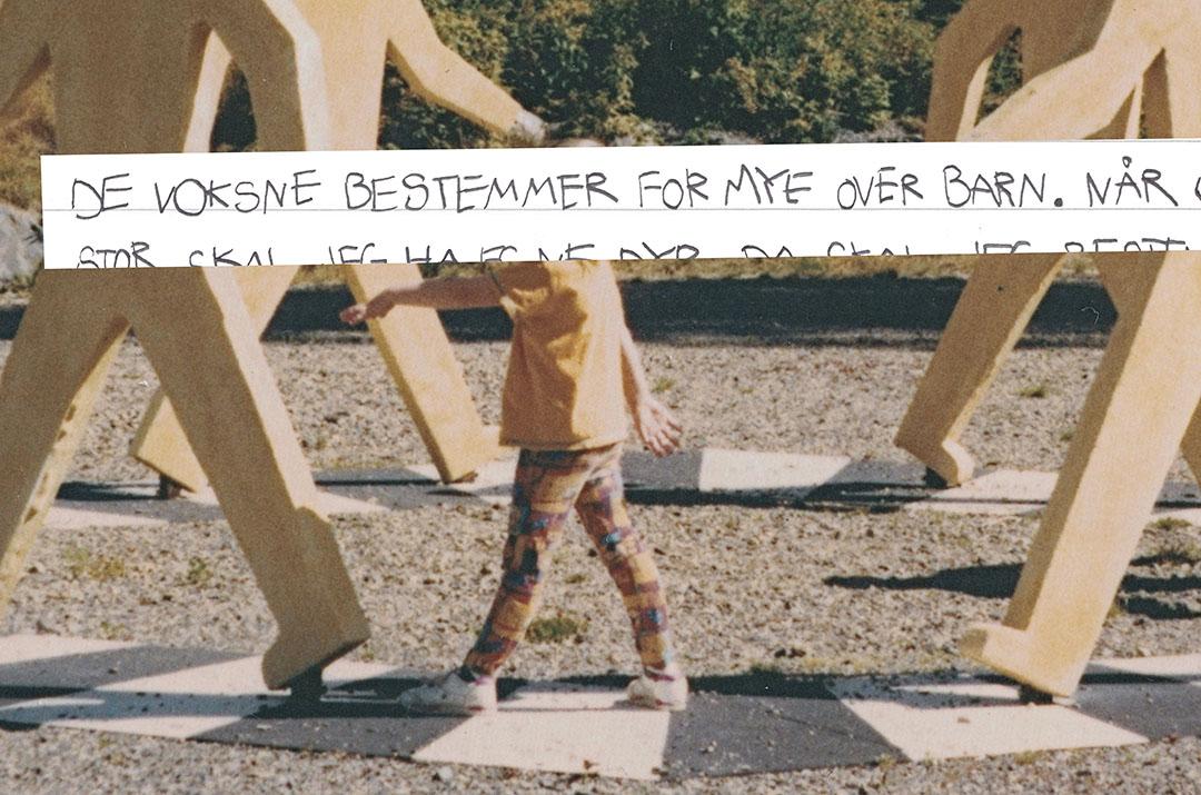 Bilde fra fotoalbum med teksten: De voksne bestemmer for mye over barn.
