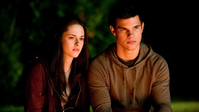Kristen Stewart og Taylor Lautner i The Twilight Saga: Eclipse. (Foto: Nordisk Film Distribusjon AS)