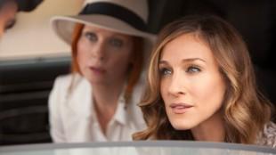 Carrie og Miranda i Sex and the City 2. (Foto: Warner Bros./Sandrew Metronome)
